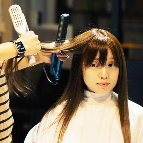ダメージを抑えながらくせ毛をケアする縮毛矯正